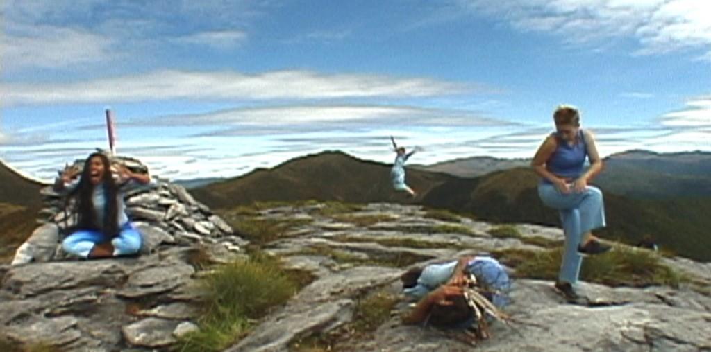 11. Wharepapa danec film cairn